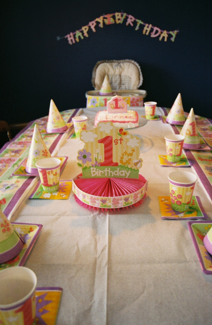 Праздничный стол - главное украшение детского праздника.