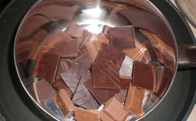 How to melt chocolate in a water bath