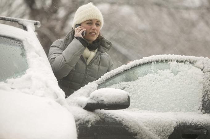 Замерзшие машины для россиян - обычное зимнее явление