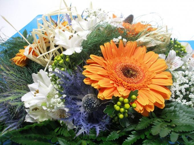 И не забудьте букет цветов для супруги