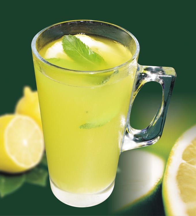 Домашний лимонад идеально гармонирует с беззаботным летним днём