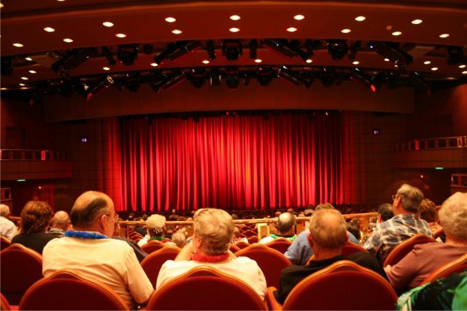 Как вести себя в театре