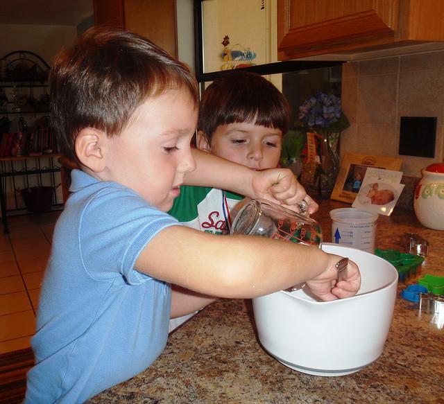 Дети будут просто в восторге от лепки из соленого теста
