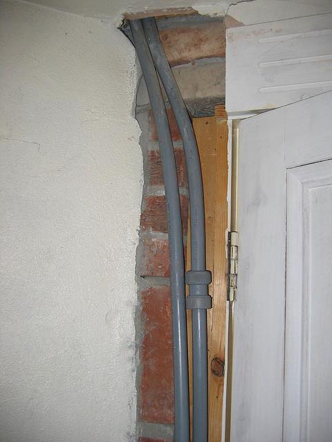 Когда будете делать проем, не забывайте, что внутри стен проходят инженерные сети