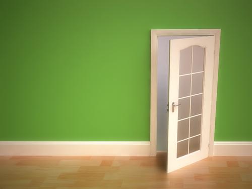 Как вставить дверь