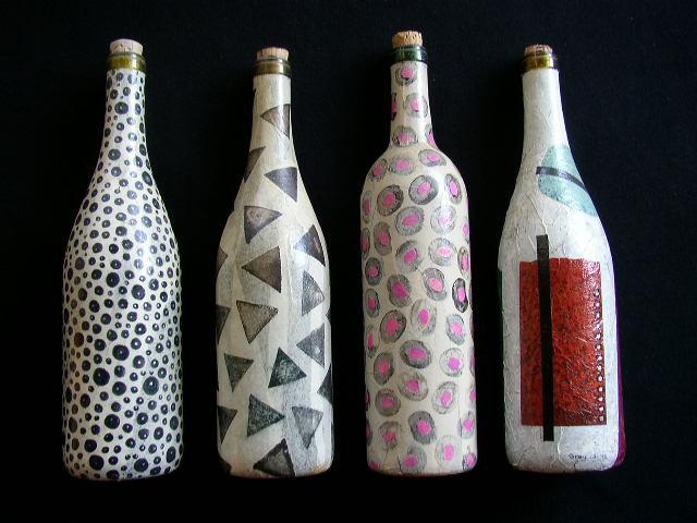 Декорированные бутылки можно дарить друзьям или даже продавать как дизайнерские аксессуары