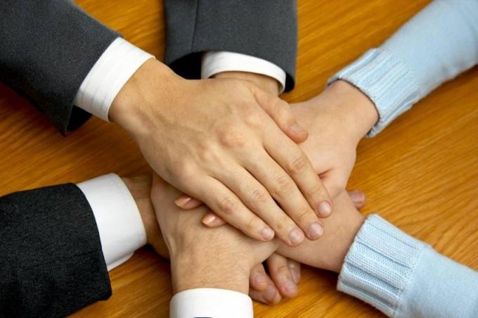 В общественной жизни, в деловых взаимоотношениях всегда большое значение имеет фактор доверия