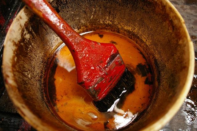 Скипидар - универсальное и проверенное средство для удаления краски и лака