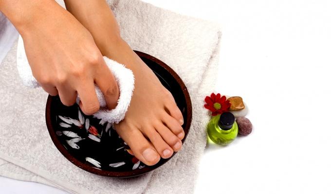 Существует уйма средств, которые помогут сберечь ноги прекрасными