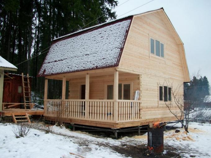 Брус - экологичный материал ,с успехом используемый в строительстве домов