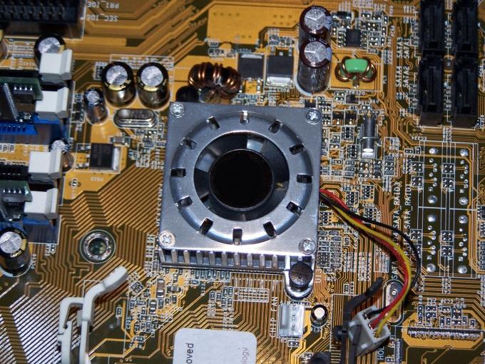 Как установить кулер и процессор