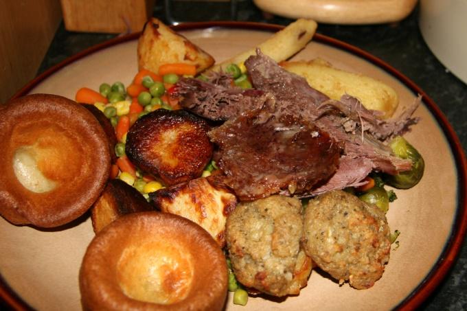 Маринованное гусиное мясо на торжественном столе
