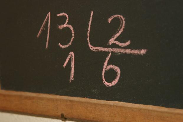 Деление столбиком может применяться и к числам, и к многочленам с переменными