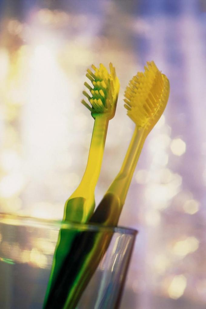 Тщательно чистите зубы