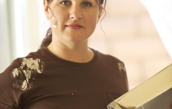 Смывать потолок  не легче, чем белить его
