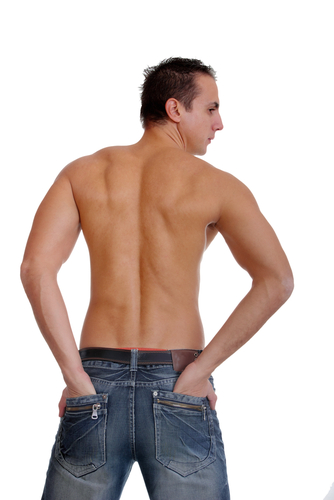 Broad shoulders – is a universally recognized sign of male beauty