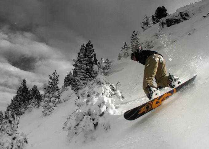 Рассекать на сноуборде по горным склонам - удовольствие в чистом виде