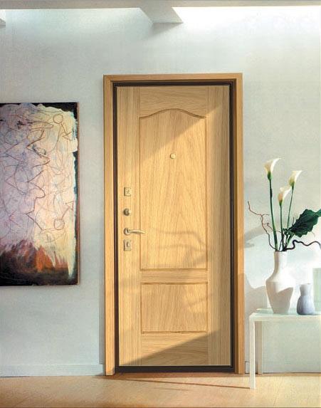 Лучшим вариантом будет ставить дверь самостоятельно