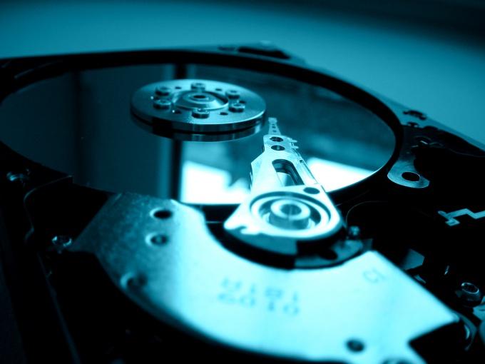 Чтобы разбить жесткий диск на несколько разделов, нам понадобятся специальные программы