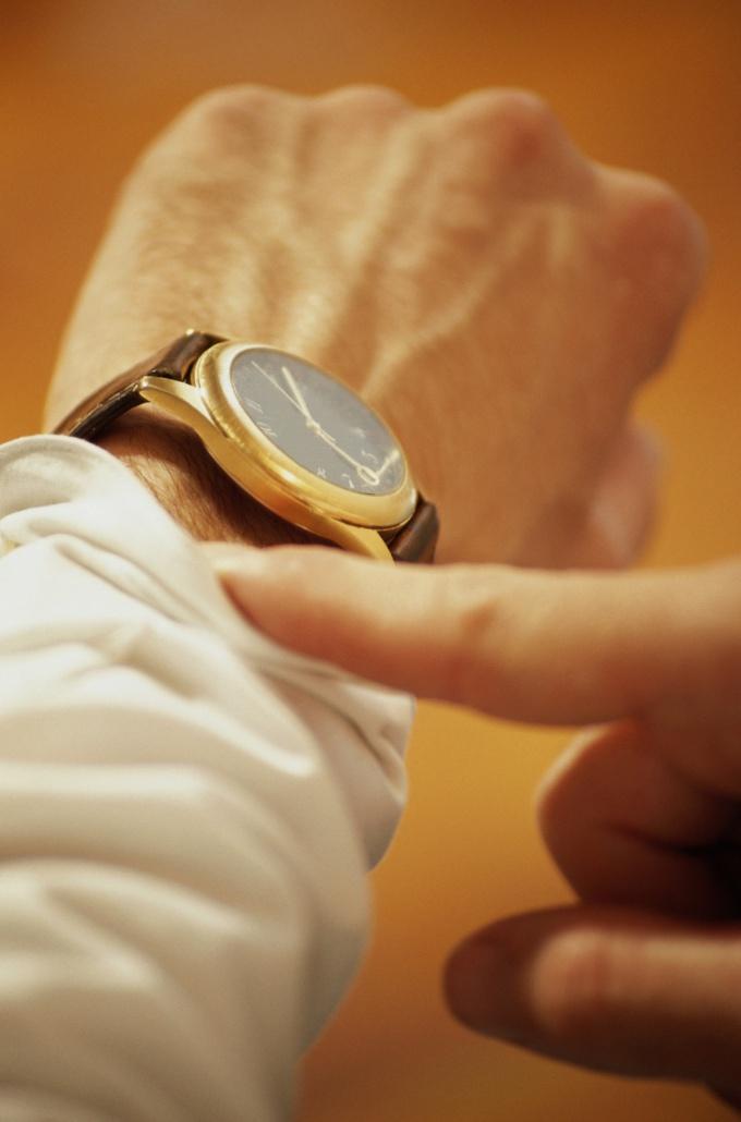Всего существует три типа часов: механические, кварцевые и электронные