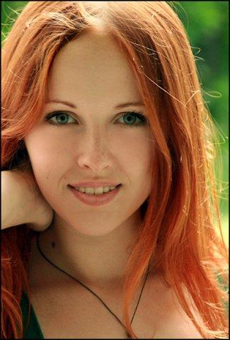 хна не только придает рыжий оттенок, но и укрепляет волосы