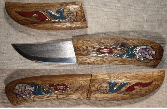 И такие ножны вместе с ножом можно сделать своими руками