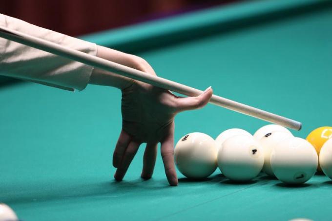 Если вы умеете держать кий правильно, значит, вы уже почти научились играть в бильярд