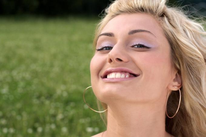 Красивая улыбка может открыть многие двери перед человеком.