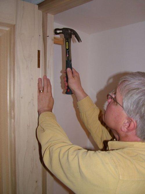 Ознакомьтесь с инструкцией прежде чем устанавливать дверь