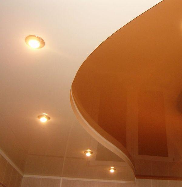 Многоуровневые натяжные потолки создают впечатление легкости и высоты
