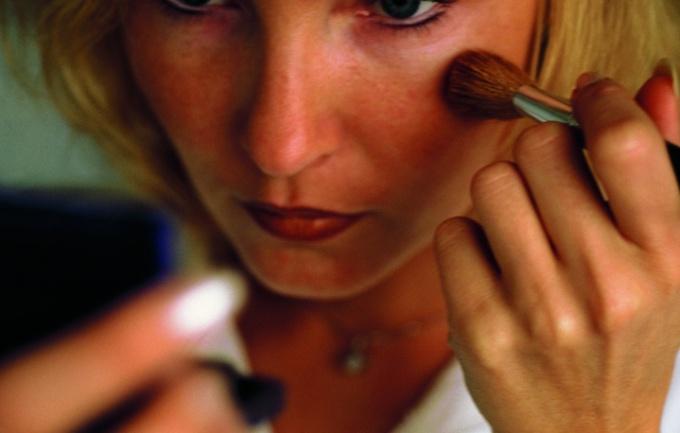 При помощи макияжа можно изменить пропорции лица