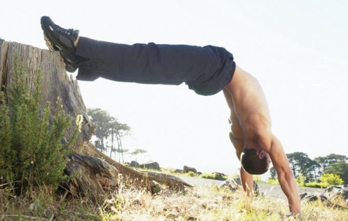 Стойка на руках полезна для здоровья