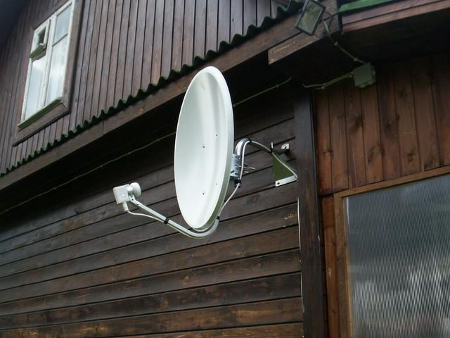 Все больше людей устанавливают у себя дома спутниковые антенны
