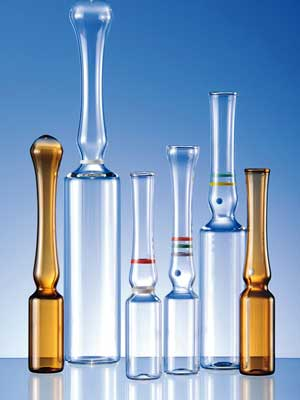 Открывать ампулу нужно аккуратно, для того, чтобы осколки стекла не попали в раствор с лекарством.