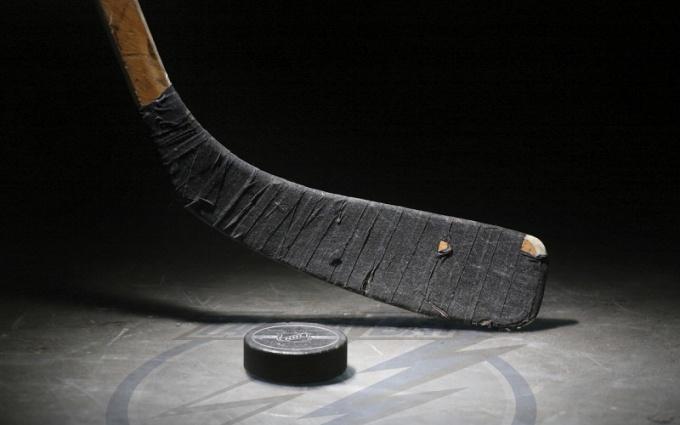 Выбор хоккейной клюшки должен отражать личные особенности игрока, его стиль игры