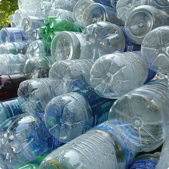 Штангу можно сделать с помощью обычных пластиковых бутылок