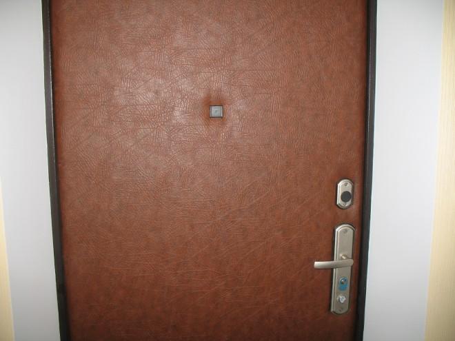 Обили дверь дерматином, а смотрится не дрянней кожи