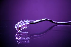 Интернет-кабель снабжен специальной защелкой