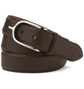 Классический кожаный ремень должен быть в мужском и женском гардеробе.