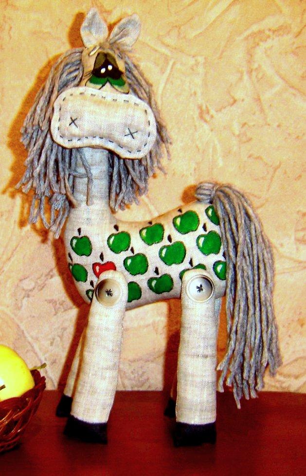 Лошадка, сделанная вашими руками, будет любимой игрушкой малыша