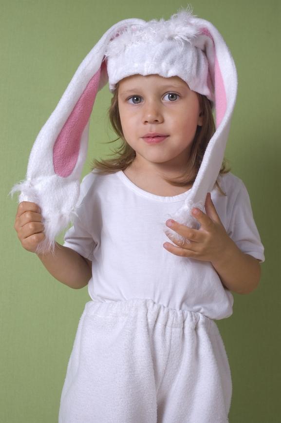 """Уши """"зайца"""" обшейте белым мехом"""