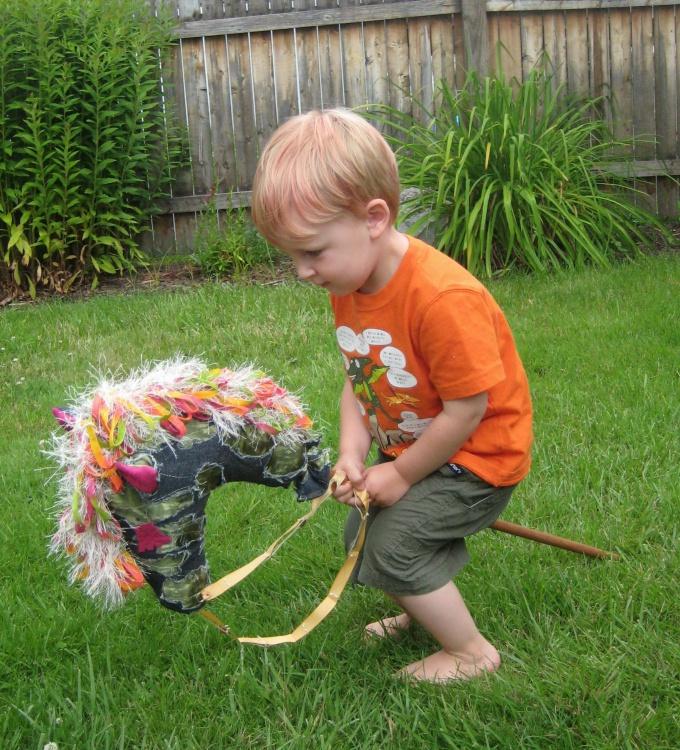 Игры с лошадкой - подвижные. Они пойдут на пользу любому ребенку
