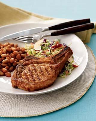 Отбивное мясо отменнее каждого есть с овощным гарниром