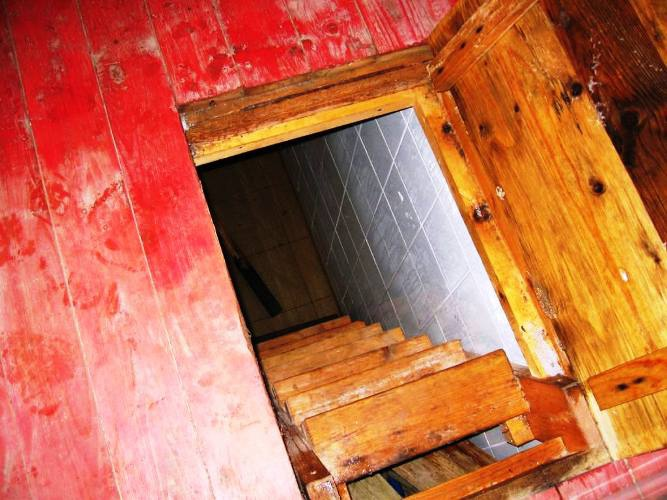 Из подвала можно сделать склад, рабочий кабинет или даже тренажерный зал