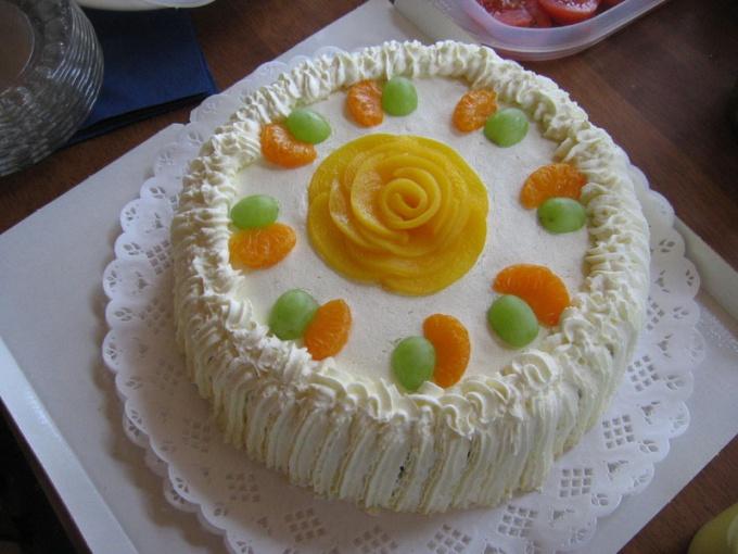 Крем для торта можно приготовить из сгущенки или из сметаны