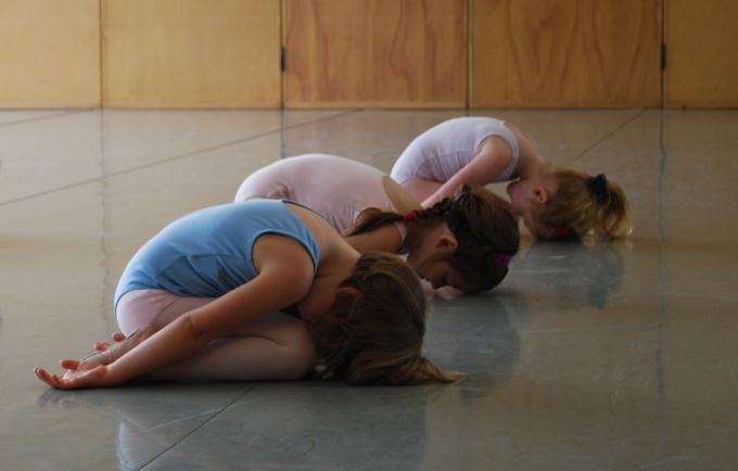 Занятия йогой помогут вам обрести баланс между физическими и духовными силами.