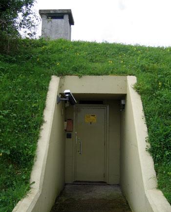В хорошем бункере из железа и бетона можно и ядерный взрыв пережить