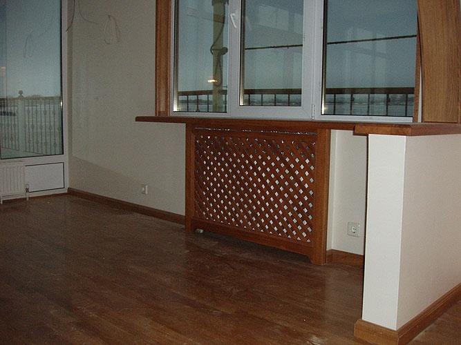 Деревянная решетка отлично смотрится в любом месте квартиры