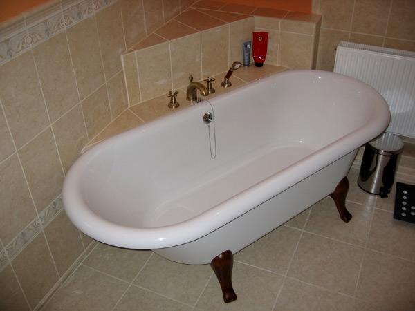 А вот открытый вариант ванны. Очень красиво