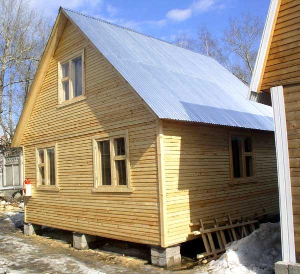 Вот такой замечательный домик можно построить своими руками